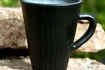 Randy kaffemugg stengods. Matt svart utvändigt, blank vit invändigt.