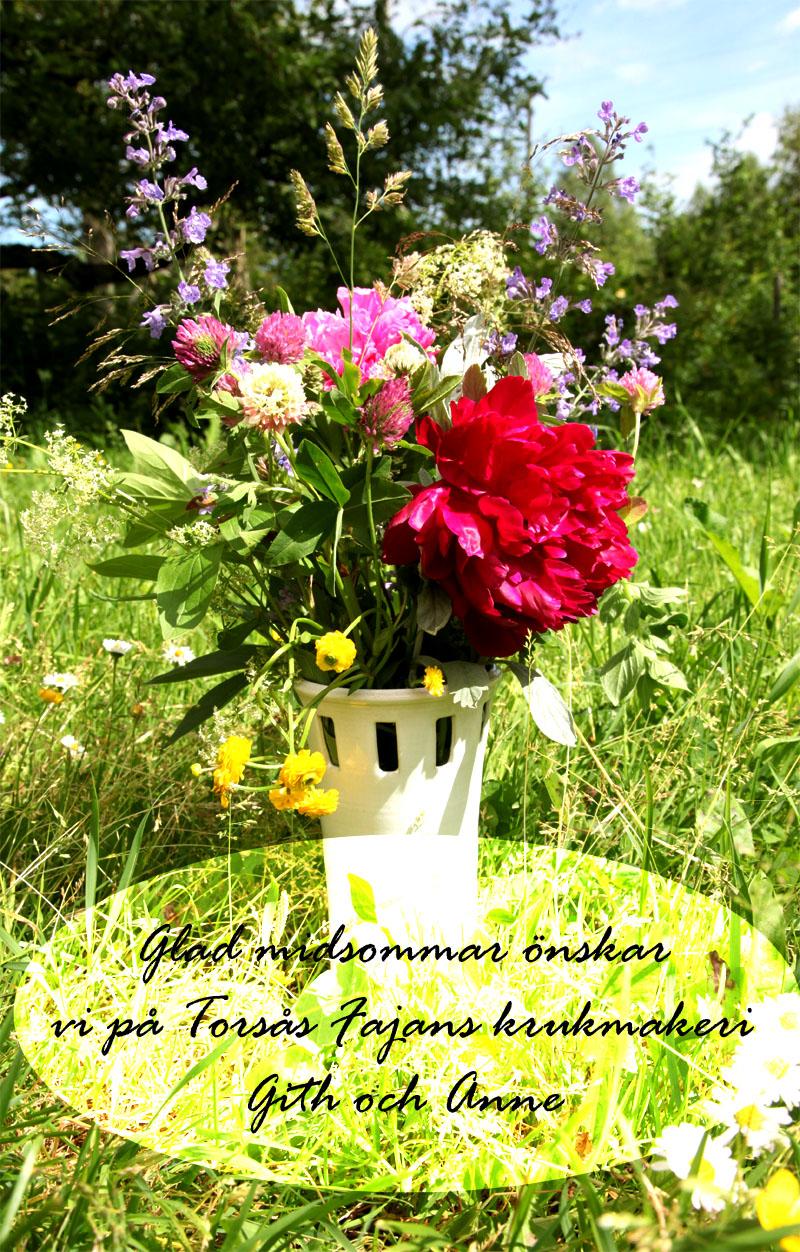 Drejad blomvas i stengods, glaserad i vit blank glasyr.